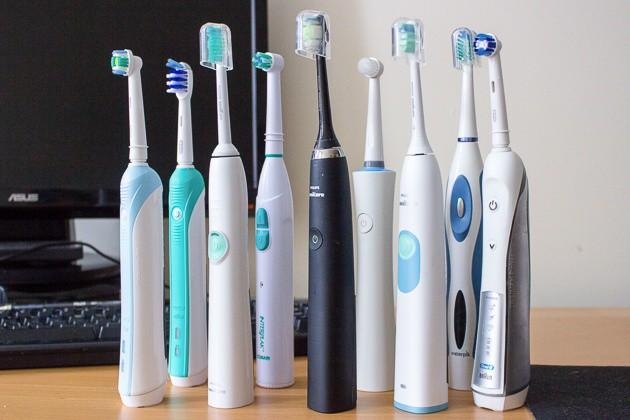 Bàn chải đánh răng thông thường và bàn chải điện: Loại nào tốt hơn? - Ảnh 2.