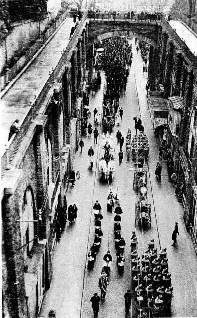 Chị em Papin: Hai cô hầu gái tâm thần và vụ giết người đẫm máu vẫn gây ám ảnh nước Pháp sau 85 năm - Ảnh 5.