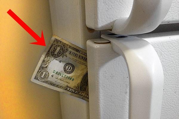 Chỉ cần nhét một tờ giấy vào khe cửa tủ lạnh, bạn có thể tiết kiệm tiền điện đáng kể cho nhà mình ngay tháng này - Ảnh 1.