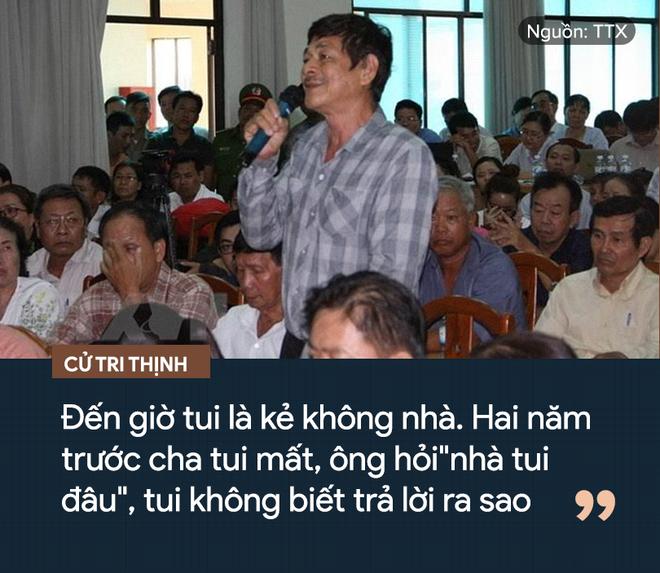 Cử tri trả lại bằng khen của UBND TP.HCM ngay tại buổi đối thoại với Bí thư Nguyễn Thiện Nhân - Ảnh 1.