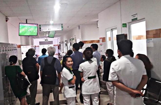 Bệnh nhân tim mạch nhập viện tăng đột biến mùa World Cup: Bác sĩ tiết lộ bí kíp xem đá banh thoải mái, an toàn - Ảnh 2.