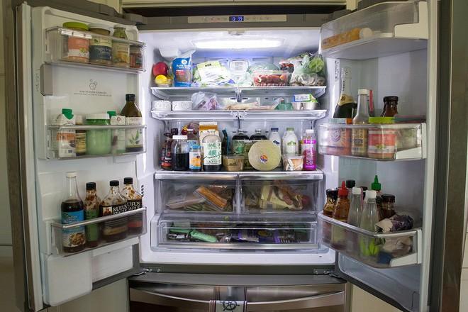 Chỉ cần nhét một tờ giấy vào khe cửa tủ lạnh, bạn có thể tiết kiệm tiền điện đáng kể cho nhà mình ngay tháng này - Ảnh 3.