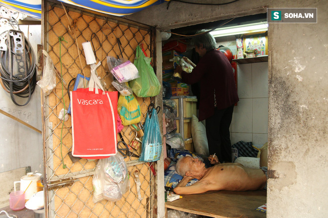 Cụ già bán chuối chiên nuôi chồng bại liệt: Có ít tiền thì sống theo cách của người ít tiền - Ảnh 2.
