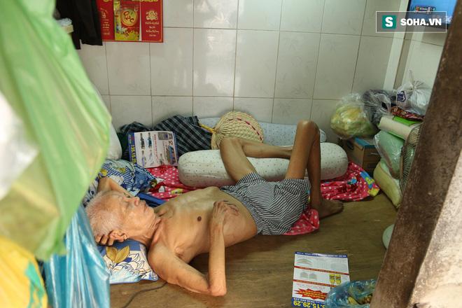 Cụ già bán chuối chiên nuôi chồng bại liệt: Có ít tiền thì sống theo cách của người ít tiền - Ảnh 3.