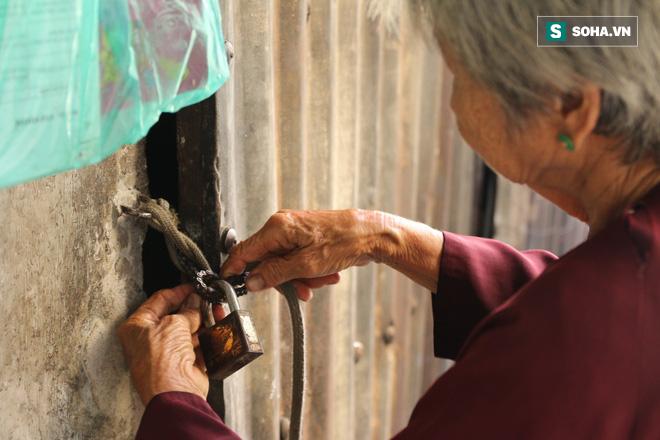 Cụ già bán chuối chiên nuôi chồng bại liệt: Có ít tiền thì sống theo cách của người ít tiền - Ảnh 6.