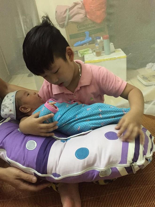 Gần như mất sữa hoàn toàn, bà mẹ đã kích sữa thành công để thừa sữa cho cả 2 con bú - Ảnh 4.