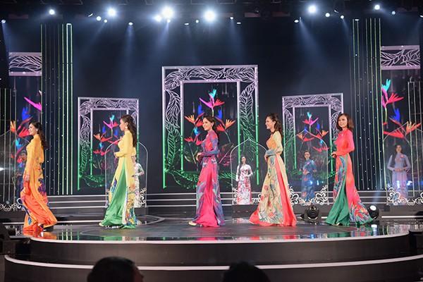 Chung khảo phía Nam Hoa hậu Việt Nam: Trưởng giám giảo vắng mặt, thí sinh nóng bỏng với bikini - Ảnh 5.