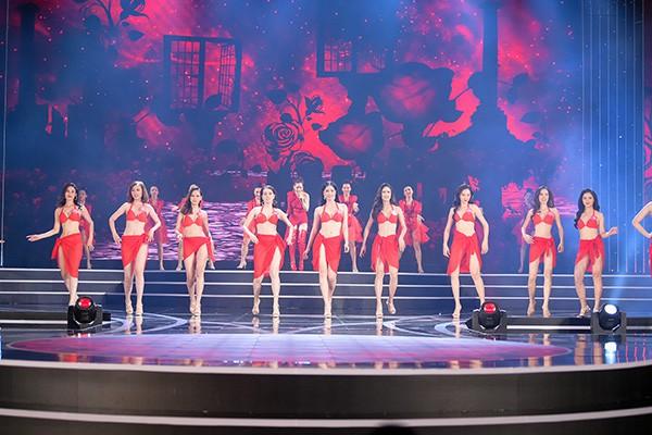 Chung khảo phía Nam Hoa hậu Việt Nam: Trưởng giám giảo vắng mặt, thí sinh nóng bỏng với bikini - Ảnh 11.