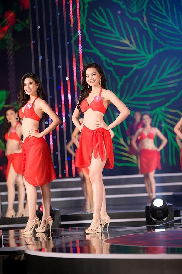 Chung khảo phía Nam Hoa hậu Việt Nam: Trưởng giám giảo vắng mặt, thí sinh nóng bỏng với bikini - Ảnh 14.