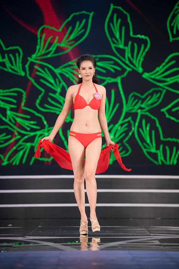 Chung khảo phía Nam Hoa hậu Việt Nam: Trưởng giám giảo vắng mặt, thí sinh nóng bỏng với bikini - Ảnh 18.