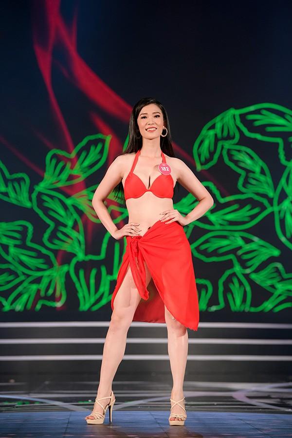 Chung khảo phía Nam Hoa hậu Việt Nam: Trưởng giám giảo vắng mặt, thí sinh nóng bỏng với bikini - Ảnh 16.