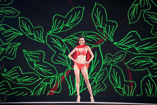 Chung khảo phía Nam Hoa hậu Việt Nam: Trưởng giám giảo vắng mặt, thí sinh nóng bỏng với bikini - Ảnh 17.