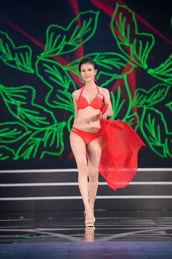 Chung khảo phía Nam Hoa hậu Việt Nam: Trưởng giám giảo vắng mặt, thí sinh nóng bỏng với bikini - Ảnh 19.