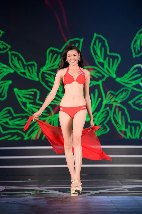 Chung khảo phía Nam Hoa hậu Việt Nam: Trưởng giám giảo vắng mặt, thí sinh nóng bỏng với bikini - Ảnh 20.