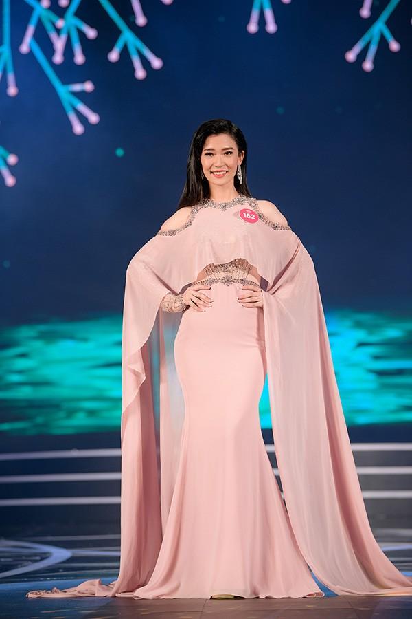 Chung khảo phía Nam Hoa hậu Việt Nam: Trưởng giám giảo vắng mặt, thí sinh nóng bỏng với bikini - Ảnh 22.