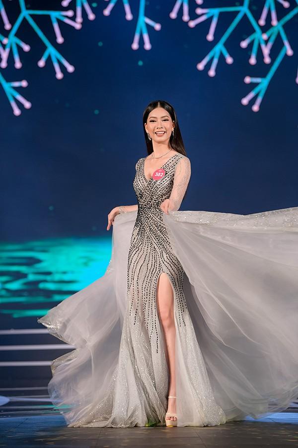 Chung khảo phía Nam Hoa hậu Việt Nam: Trưởng giám giảo vắng mặt, thí sinh nóng bỏng với bikini - Ảnh 23.