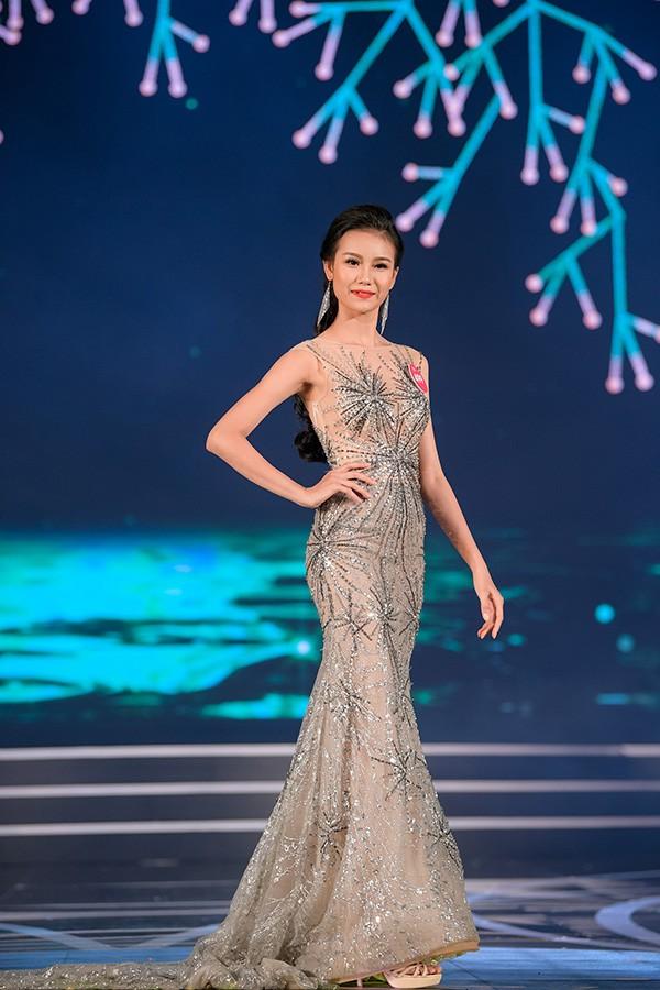 Chung khảo phía Nam Hoa hậu Việt Nam: Trưởng giám giảo vắng mặt, thí sinh nóng bỏng với bikini - Ảnh 24.