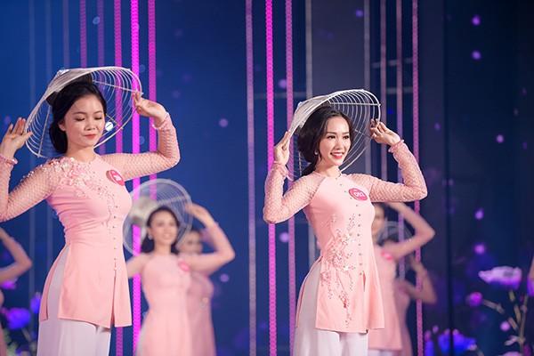 Chung khảo phía Nam Hoa hậu Việt Nam: Trưởng giám giảo vắng mặt, thí sinh nóng bỏng với bikini - Ảnh 4.