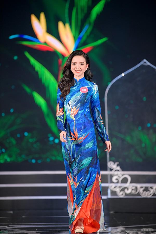 Chung khảo phía Nam Hoa hậu Việt Nam: Trưởng giám giảo vắng mặt, thí sinh nóng bỏng với bikini - Ảnh 10.
