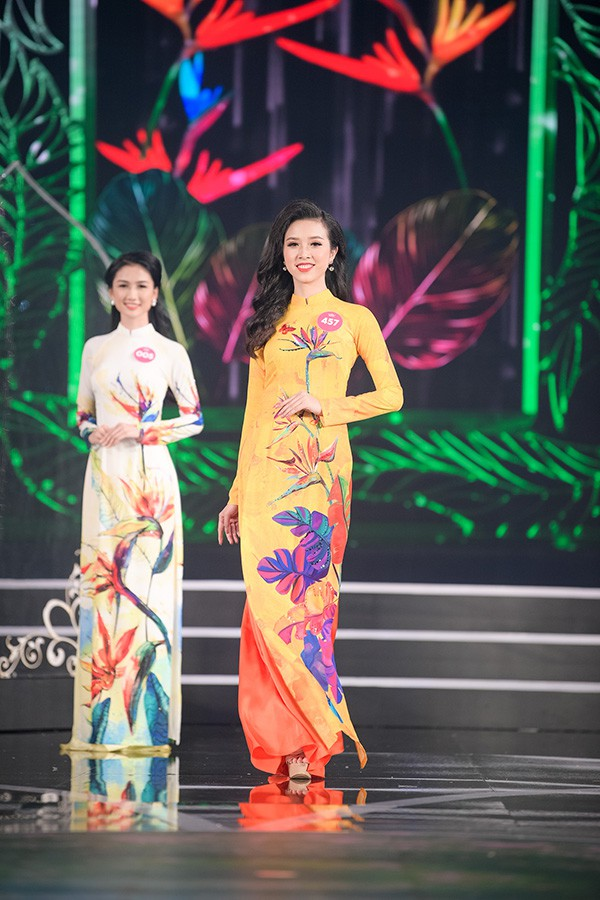 Chung khảo phía Nam Hoa hậu Việt Nam: Trưởng giám giảo vắng mặt, thí sinh nóng bỏng với bikini - Ảnh 8.