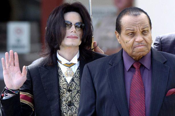 Bố Michael Jackson nhập viện vì ung thư giai đoạn cuối, không còn sống được lâu - Ảnh 2.