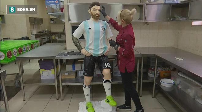 Messi nhận món quà đặc biệt trước cuộc chiến sống còn - Ảnh 1.