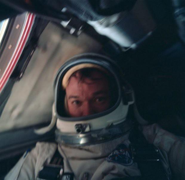 7 tấm hình selfie ấn tượng được thực hiện ngoài vũ trụ khiến ai cũng cảm thấy ghen tị - Ảnh 5.
