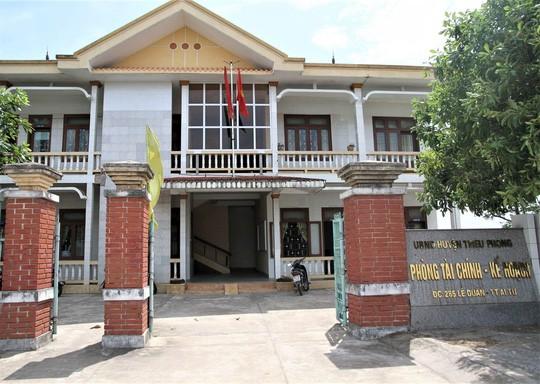 Vụ tố đồng nghiệp phòng Tài chính huyện cưỡng bức: Xử lý vụ việc theo hướng tố cáo hiếp dâm - Ảnh 1.