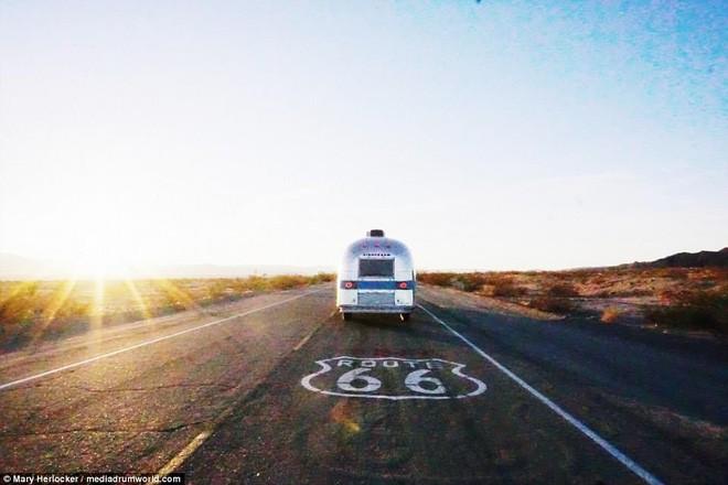 Từ bỏ nhà gạch đủ tiện nghi, gia đình 5 người sống trong một chiếc xe và đi khắp nơi vì quá ngán ngẩm cuộc sống hối hả - Ảnh 10.