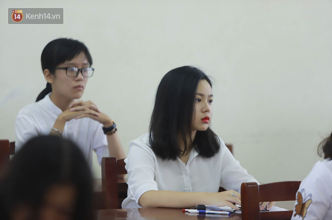 Thi cử căng thẳng là thế mà các nữ sinh Việt vẫn xinh xắn và rạng ngời trong nắng hè! - Ảnh 1.