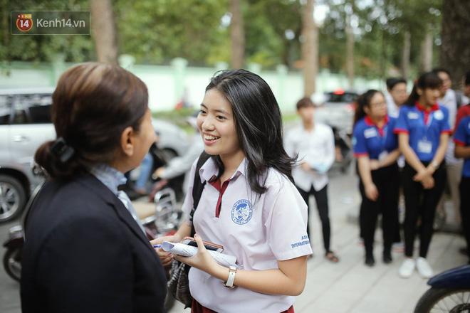Thi cử căng thẳng là thế mà các nữ sinh Việt vẫn xinh xắn và rạng ngời trong nắng hè! - Ảnh 2.