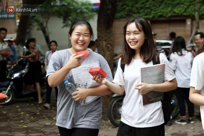 Thi cử căng thẳng là thế mà các nữ sinh Việt vẫn xinh xắn và rạng ngời trong nắng hè! - Ảnh 4.