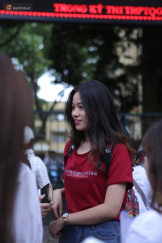 Thi cử căng thẳng là thế mà các nữ sinh Việt vẫn xinh xắn và rạng ngời trong nắng hè! - Ảnh 8.