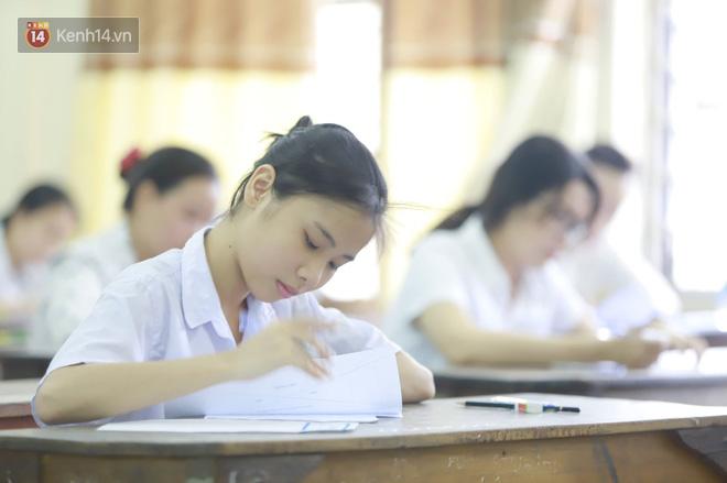 Thi cử căng thẳng là thế mà các nữ sinh Việt vẫn xinh xắn và rạng ngời trong nắng hè! - Ảnh 9.