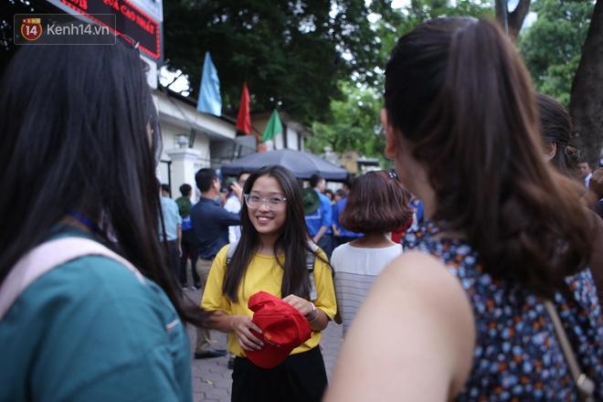 Thi cử căng thẳng là thế mà các nữ sinh Việt vẫn xinh xắn và rạng ngời trong nắng hè! - Ảnh 10.