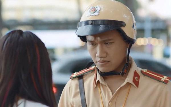 Lộ diện cô bạn gái xinh đẹp của chàng cảnh sát Mr. Cần Trô phim Ngày ấy mình đã yêu đang gây sốt mạng  - Ảnh 1.