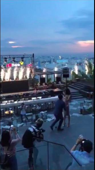 Clip: Lan Khuê bật khóc nức nở khi bất ngờ được bạn trai đại gia John Tuấn Nguyễn cầu hôn - Ảnh 3.