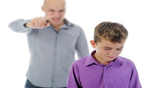 Con trai làm vỡ đồng hồ đắt tiền, phản ứng của ông bố khiến cả nhà trải qua 1 ngày tồi tệ - Ảnh 1.