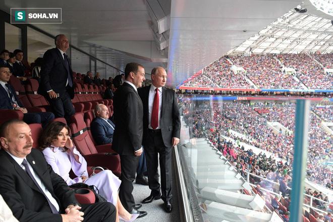 Putin nhận lời giúp tổ chức World Cup, Donald Trump hết lời khen ngợi người Nga - Ảnh 1.
