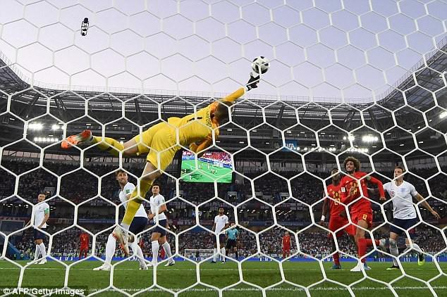 Cựu sao Man United hả hê, khoét sâu vào nỗi đau thất trận của người Anh - Ảnh 1.