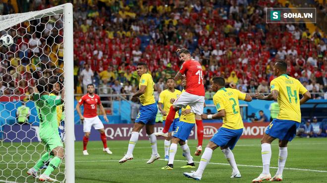 Quên Neymar và Coutinho đi, thành bại của Brazil nằm ở cặp bô lão trước khung thành - Ảnh 1.