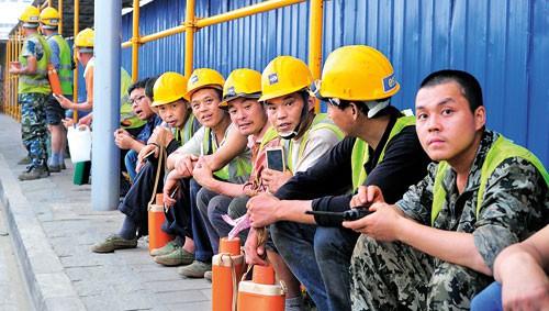 Vay tiền, nhượng bộ nhà thầu TQ, cho thuê đất: Bẫy nợ của Bắc Kinh đang bóp nghẹt Sri Lanka - Ảnh 2.