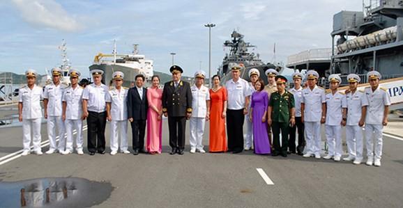 Đội tàu Hải quân Nga thăm xã giao Cảng quốc tế Cam Ranh - Ảnh 2.