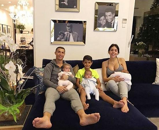 Nàng WAGs nóng bỏng hàng đầu thế giới và chuyện tình đẹp như cổ tích với Cristiano Ronaldo - Ảnh 10.