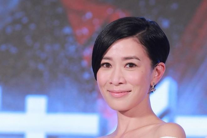 Dàn mỹ nhân Ỷ Thiên Đồ Long Ký TVB sau 18 năm: Chỉ 2 người có cuộc sống thập toàn thập mỹ, còn lại đánh mất hào quang chật vật sống qua ngày  - Ảnh 5.