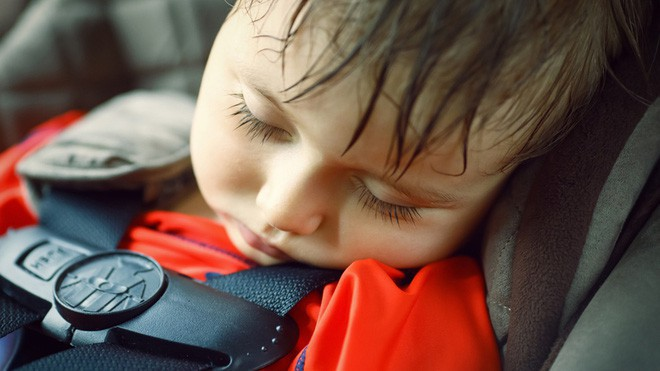 Đậu ô tô ngoài trời nắng: Nguy cơ sốc nhiệt đến tử vong cho trẻ nhỏ - Ảnh 3.