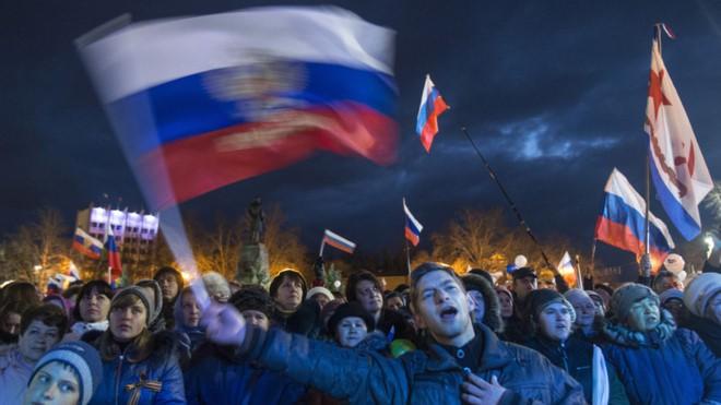 """Ra câu hỏi lớn, ông Putin """"định nghĩa"""" tương lai Crimea - Ảnh 1."""
