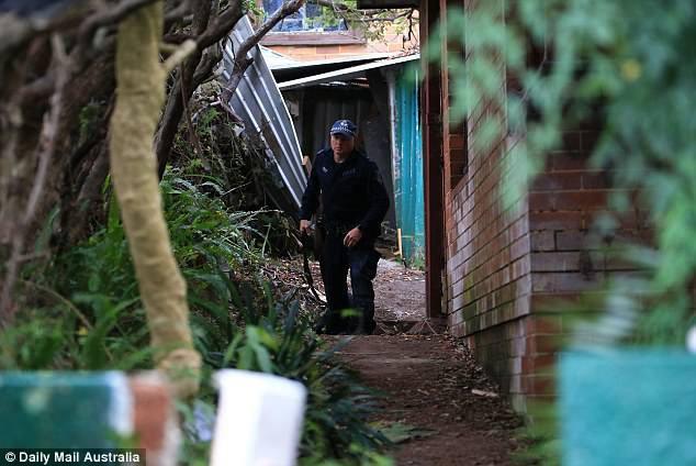 Úc: Dọn dẹp căn nhà bỏ hoang 10 năm, nhân viên vệ sinh phát hiện bí mật kinh hoàng trong tấm thảm - Ảnh 3.
