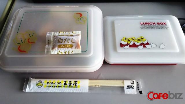 Bí mật kinh doanh đặc biệt của đế chế bán cơm hộp văn phòng Nhật Bản: Bán tới 70.000 suất mỗi ngày dù chỉ có 1 loại món! - Ảnh 1.