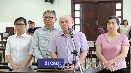 Đinh Mạnh Thắng bất ngờ bật khóc tại tòa khi nhắc đến người cha quá cố  - Ảnh 2.
